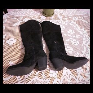 Beautiful suede Guess knee length boots